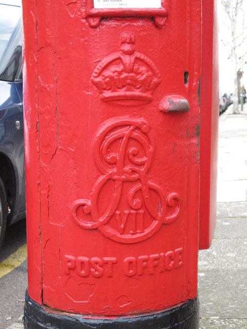 Edward VII postbox, Audley Road / Montagu Road, NW4 - royal cipher