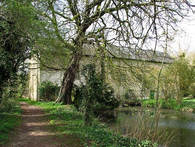 Nearing Hauxton Mill