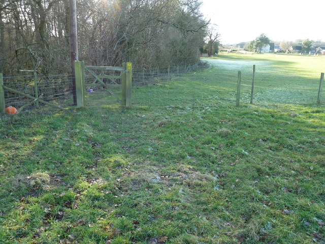 Footpath gate by Newhouse Wood