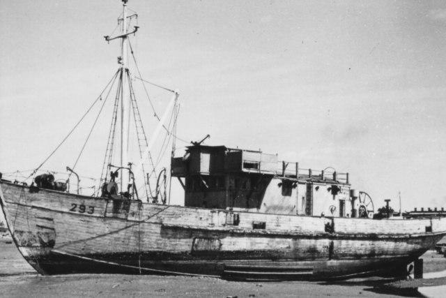 MMS293 at Forton Lake, 1950s
