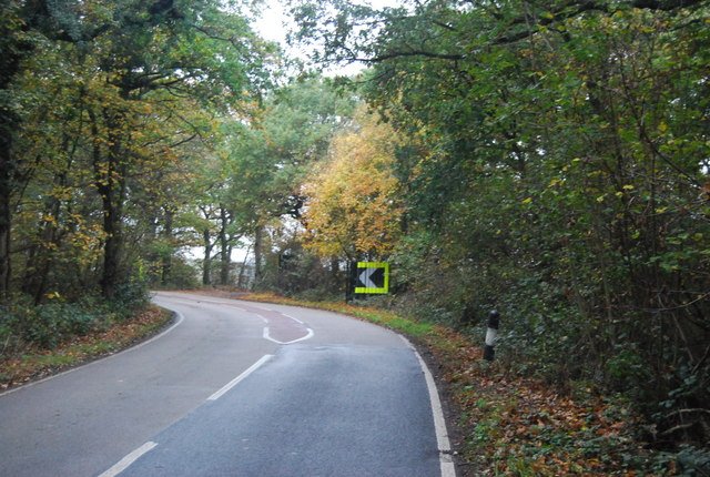 Sharp bend, Thornden Wood Rd