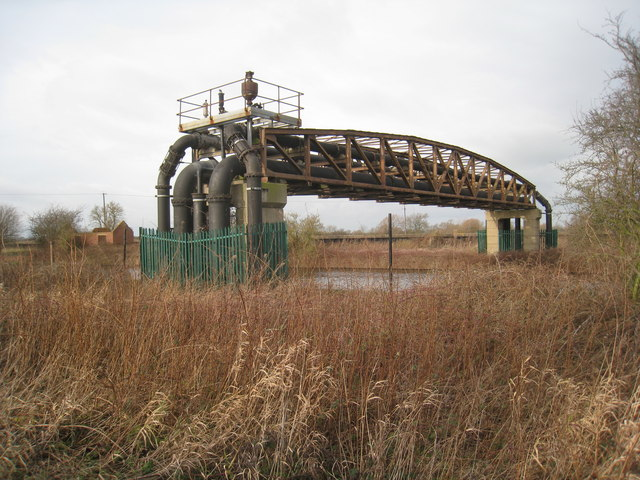 Pipe bridge over the Stainforth and Keadby Canal