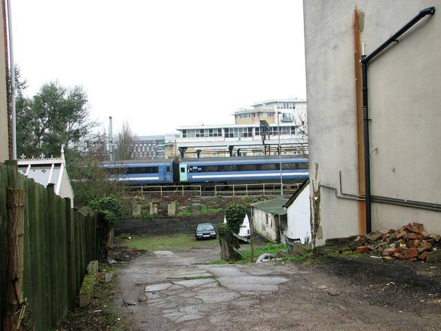 View towards Ipswich railway station from Gippeswyck Road