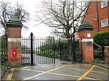 TM1543 : Entrance to Gippeswyck Park, Ipswich by Evelyn Simak