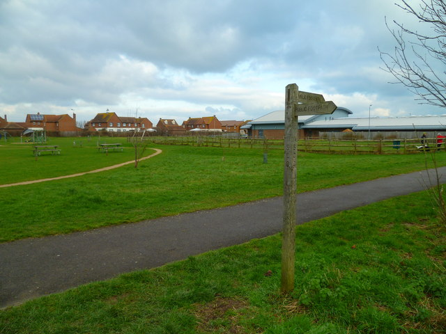 Footpath sign at recreation ground (2)