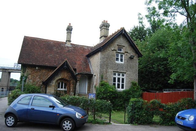 Lodge by Allington Lock