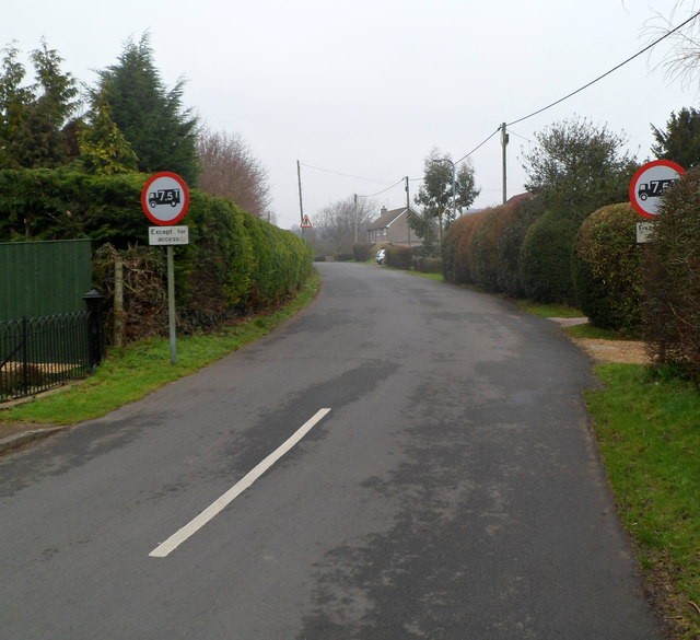 Weight limit along Chapel Lane, Mathern