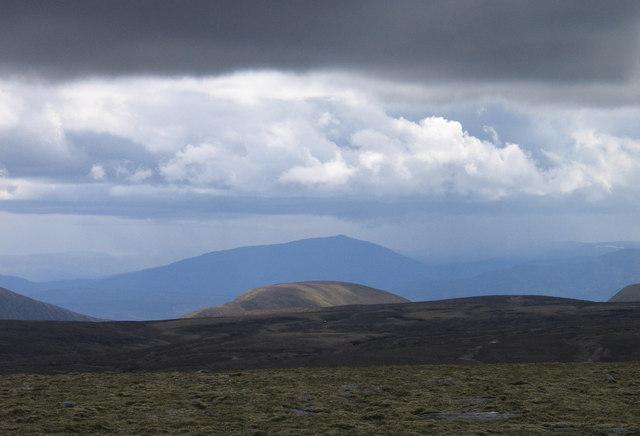 Summit plateau of Meall Chuaich