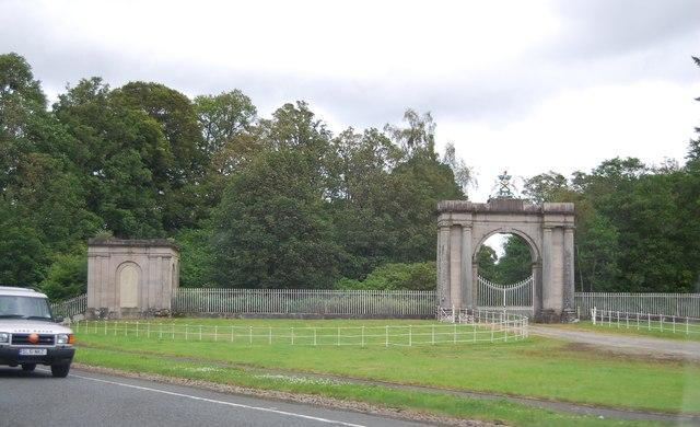 Gateway and Pavilion, Rossdhu House