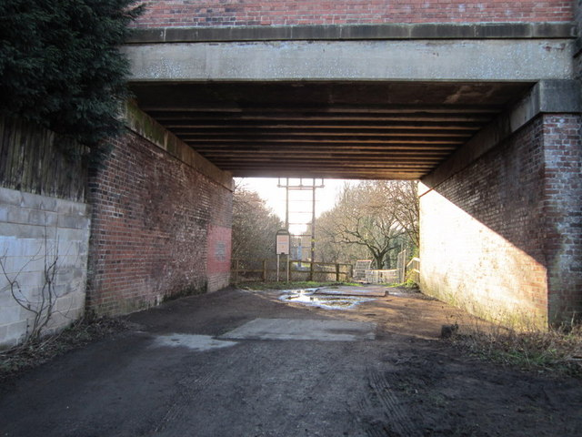 The Leeds Country Way goes under the A63