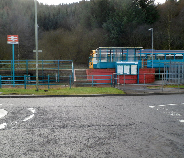 Approach to Ynyswen railway station