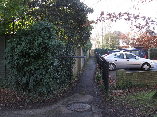 Footpath to Fairlawns
