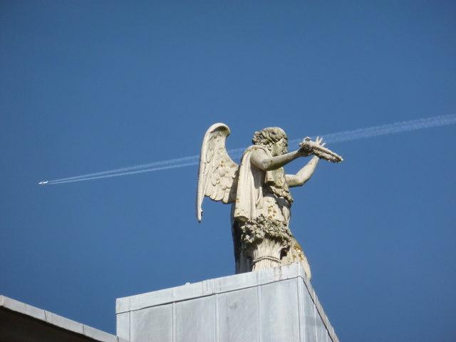 Alexandra Palace: rooftop statue