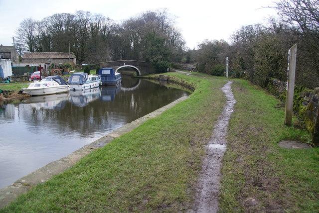 Towpath approaching Williamson Bridge
