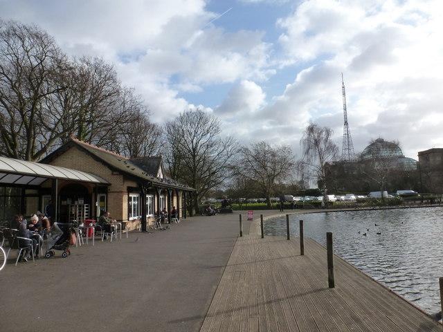 Alexandra Palace: café by the lake