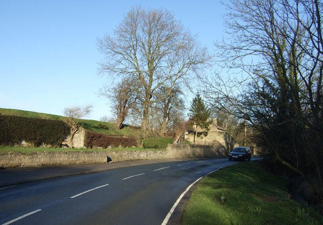 Minor road out of Thorner towards Leeds