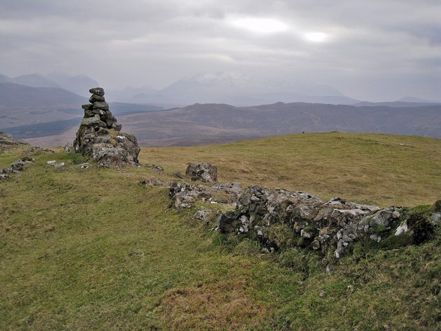 Viewpoint cairn on Stròc-bheinn