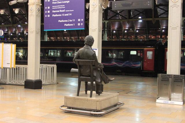 Brunel admires the HS125s at Paddington Station