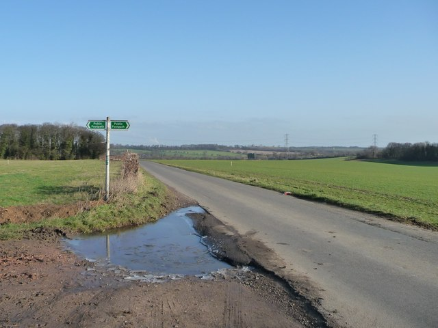 Stanwell Lane crossing North Field Road