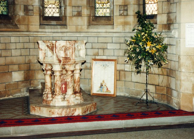 St Stephen, Park Avenue, Bush Hill Park - Font