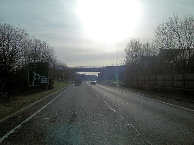 A2070 approaches footbridge from Cheeseman's Green