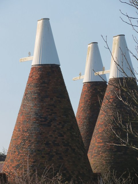 Knoxbridge Oast House & Honeywell Oast