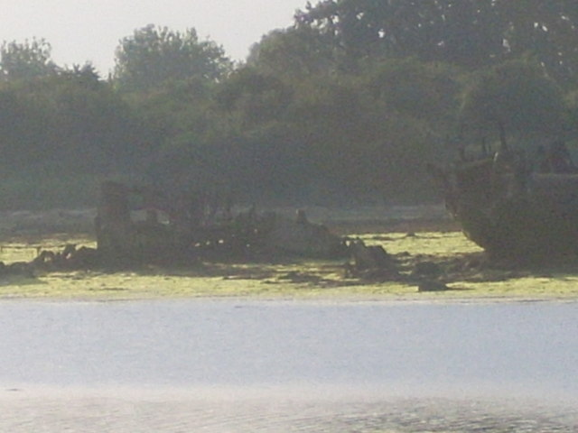 MMS293, unknown vessel and small leisure boat, Forton Lake