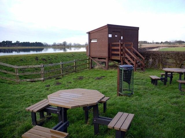 Bird hide & picnic tables, Whittle Dene Reservoir