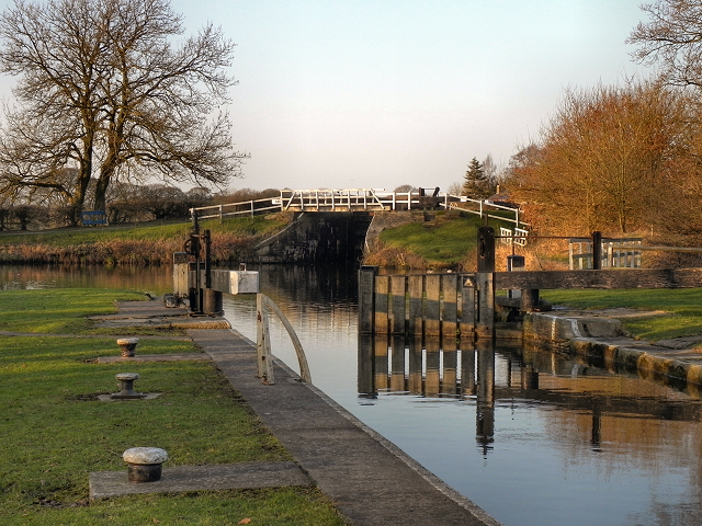 Leeds and Liverpool Canal, Johnson's Hillock Locks
