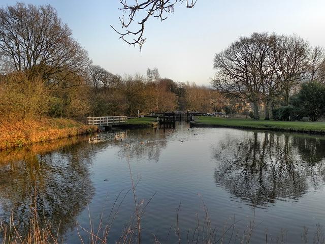 Leeds and Liverpool Canal, Johnson's Hillock Locks