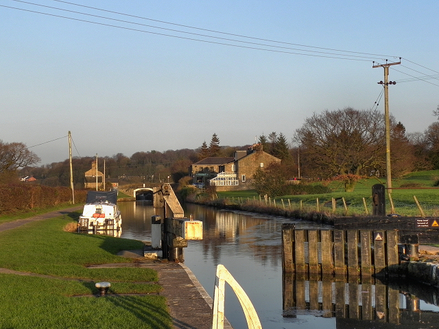 Leeds and Liverpool Canal, Higher Copthurst
