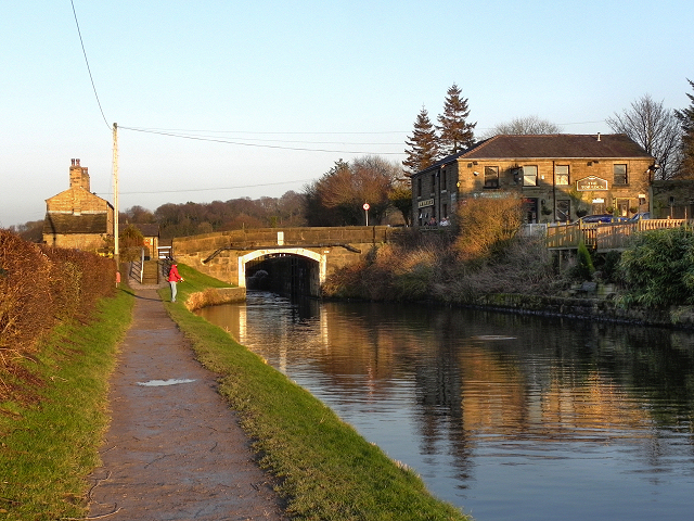 Leeds and Liverpool Canal, Approaching Top Lock Bridge