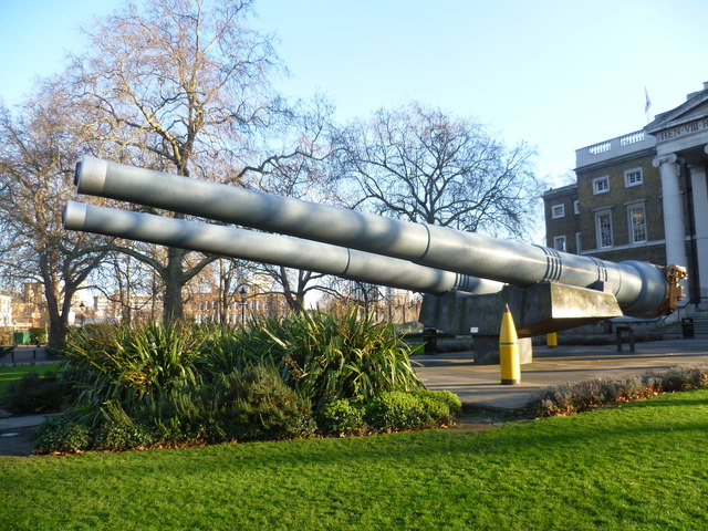 Guns in front of the Imperial War Museum