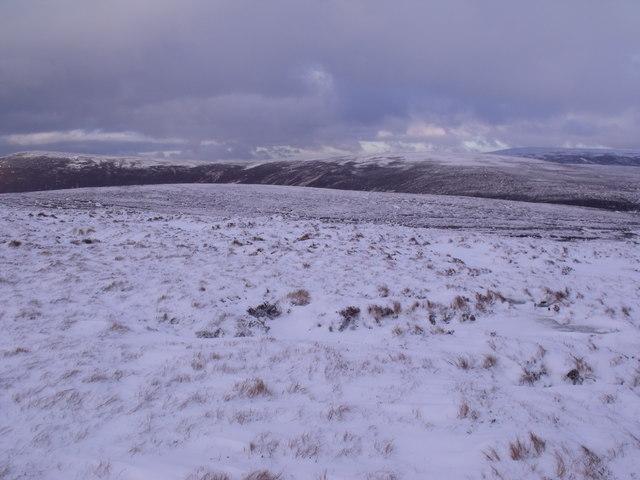 Ridges bounding the headwaters of Caochan na Saobhaidh east of Bynack More