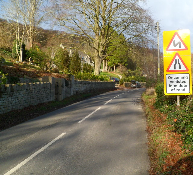 Warning of oncoming vehicles in middle of road, Slad