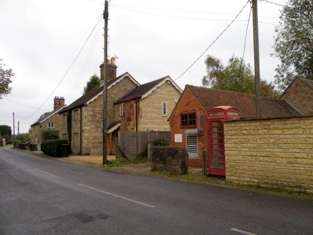 Village street, Thistleton