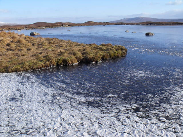 Minor bay on Lochan Beinn Chaorach's west shore
