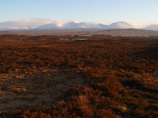 Looking south-east from low ridgeland north-east of Beinn Chaorach on Rannoch Moor