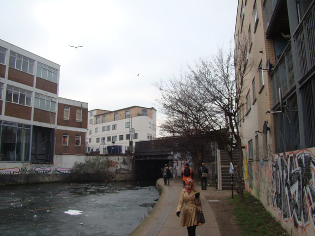 View of the Mare Street bridge from the Regent's Canal