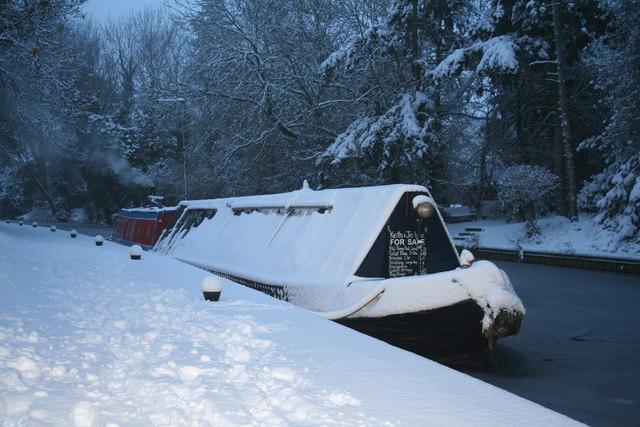 Working Narrow Boat Hadar frozen in at Market Harborough