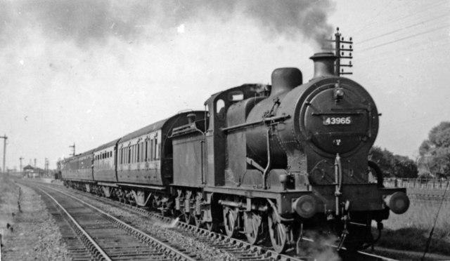 Leicester - Peterborough East train leaving Walton