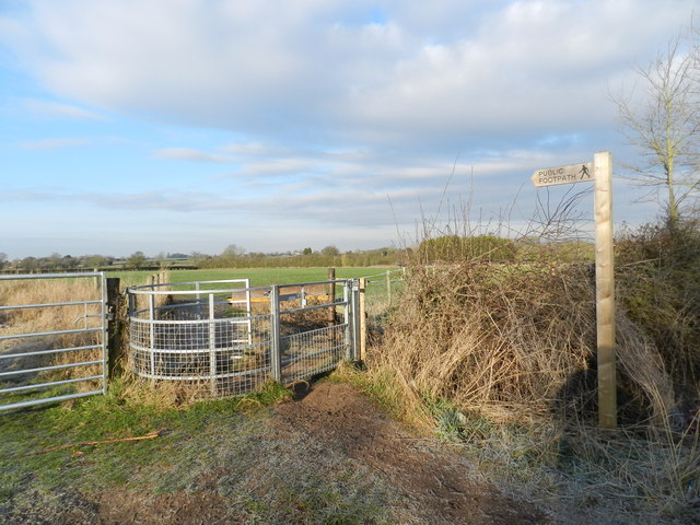 Gate into field, path towards Astwood