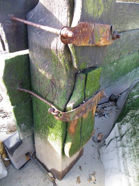 Detail on groyne, Mudeford