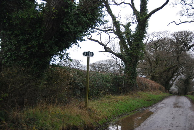 Footpath signpost, Litton Rd