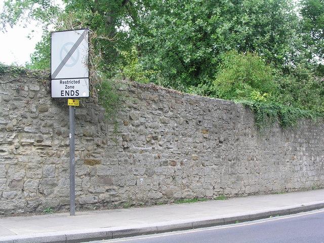 Ripon, Minster Road, wall