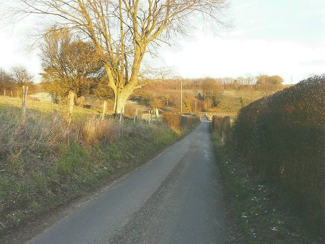 Section of lane between Golden Hill Shaw and Rakesole Farm