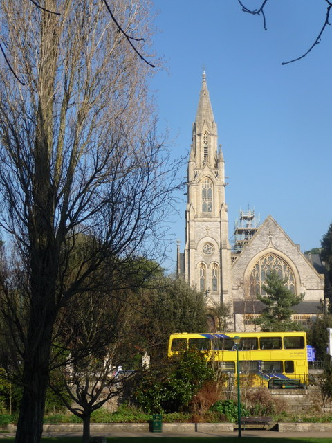 Bournemouth: Richmond Hill U.R. Church and a bright yellow bus