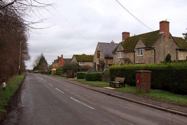 Bletchingdon Road in Hampton Poyle