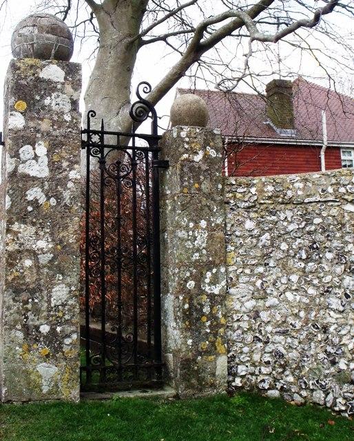 Iron gate, Ratton Drive, Willingdon