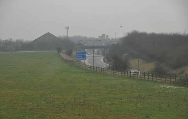 North Warwickshire : Grassy Field & Road